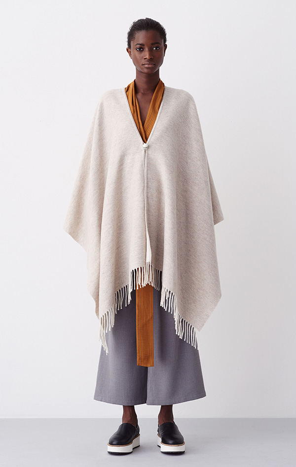 RODEBJER_SOFT_PONCHO_LIGHT_BEIGE_FRONT_2